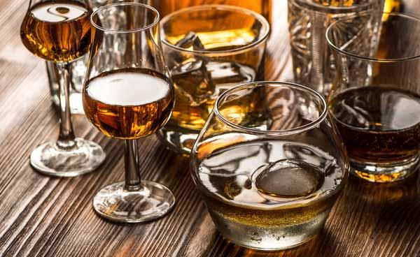 zum verschiedenen Whiskys