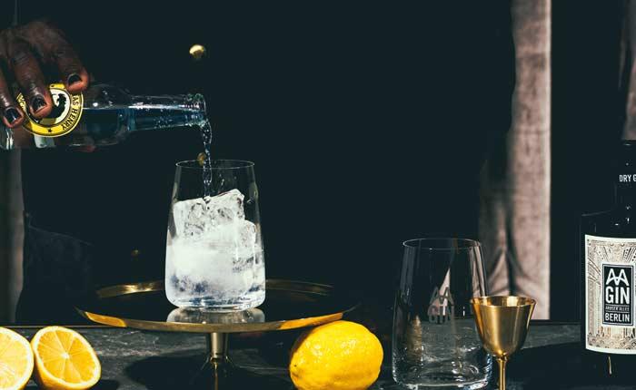 AA Gin pur oder als Gin Tonic genießen!