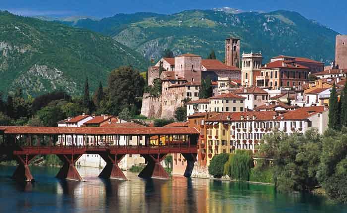 Die-älteste-Grappa-Destillerie-Italiens-an-der-Brücke-Ponte-del-Vecchio