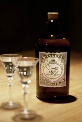 Monkey 47 Gin pur genießen!