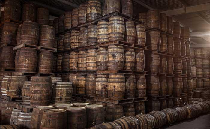 hochwertige, fassgelagerte Rums mit bester Qualität